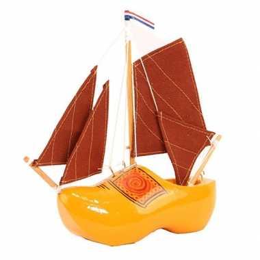 Model zeilboot klomp met rode masten 20 cm