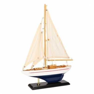 Model zeilboot luxe lichtblauw wit 26 cm
