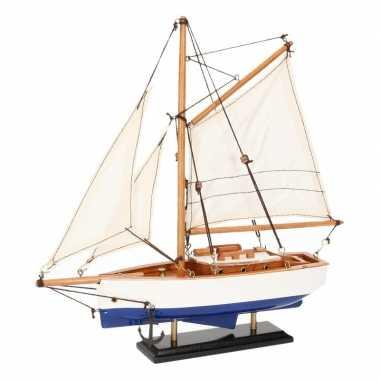 Model zeilboot model jacht blauw wit 23 cm