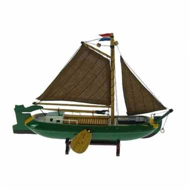 Model zeilboot nederlandse tjalk groen 24 cm